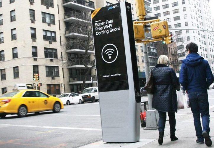 La idea es llegar a 500 kioscos LinkNYC para el mes de julio.(twitter/@luzmoraleda)
