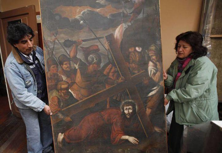 """l cuadro """"Jesús con la cruz a cuestas"""" fue robado de la iglesia de San pedro en La Paz el 11 de junio de 2003 y recuperado en Lima, Perú, en abril de 2005. (Agencias)"""
