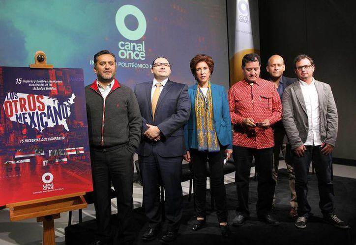 Enriqueta Cabrera (c), directora de Canal Once, durante la presentación del documental Los otros mexicanos, que se estrenará en marzo. (Notimex)