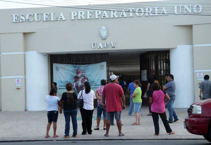En medio del inicio de clases, reportan movimiento político en la Uady. (Foto: Milenio Novedades)