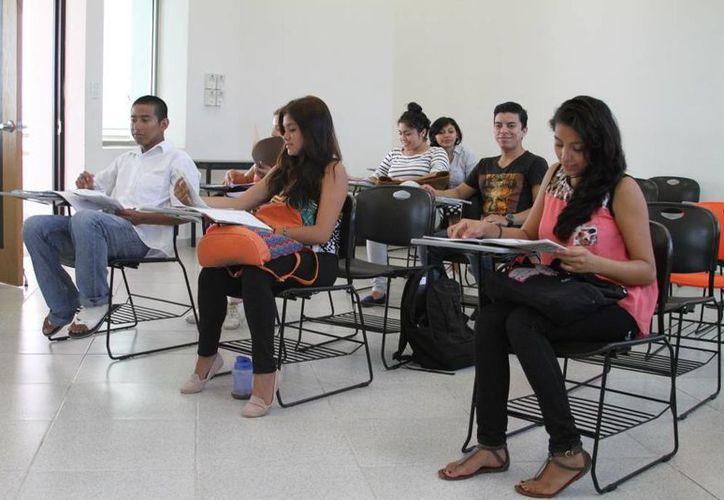 Desde hace 10 años, Santander lleva a cabo este programa para becar a los alumnos de diversas universidades. (Octavio Martínez/SIPSE)