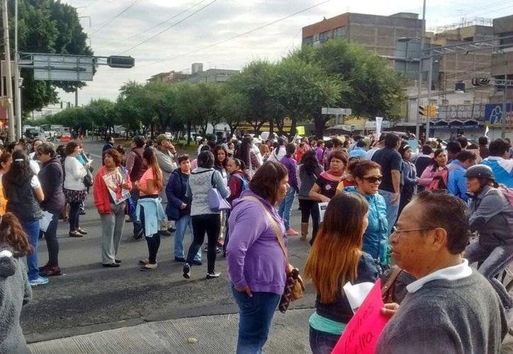 La CNTE mantiene al menos 43 bloqueos en distintas zonas de la capital de la República. (Twitter.com/@Coordinadora1DM)