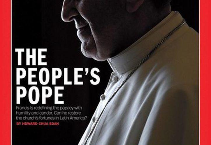 """La revista Time señala que el Papa Francisco ya ha marcado diferencias al """"renunciar a vivir en su palacio"""" . (EFE)"""