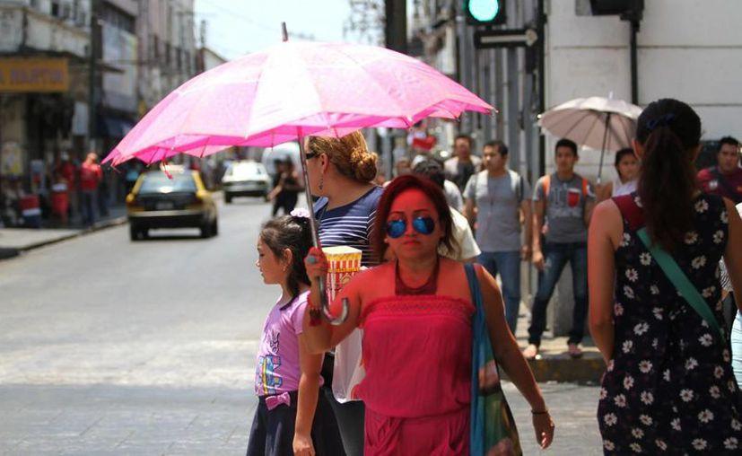 Por la canícula, se prevé que la temperatura máxima sea por arriba del promedio en varias entidades, entre ellas Yucatán, a donde corresponde esta imagen del centro de Mérida, la capital. (Archivo/Notimex)