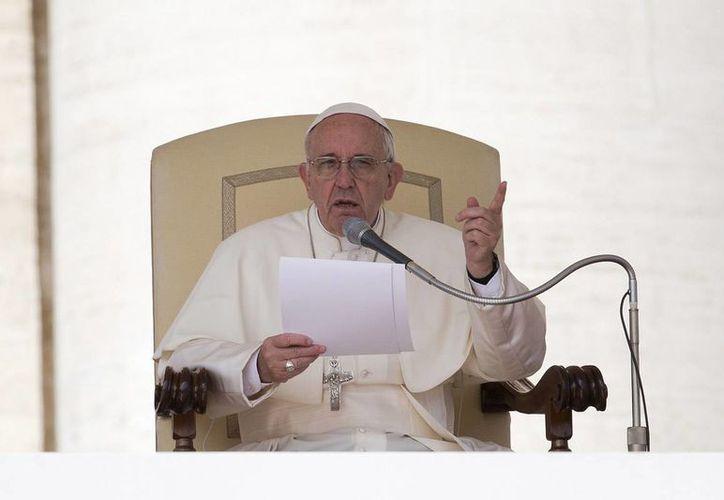 En su nueva exhortación a las familias, el papa Francisco invita a evaluar la situación particular de los católicos. (AP/archivo)