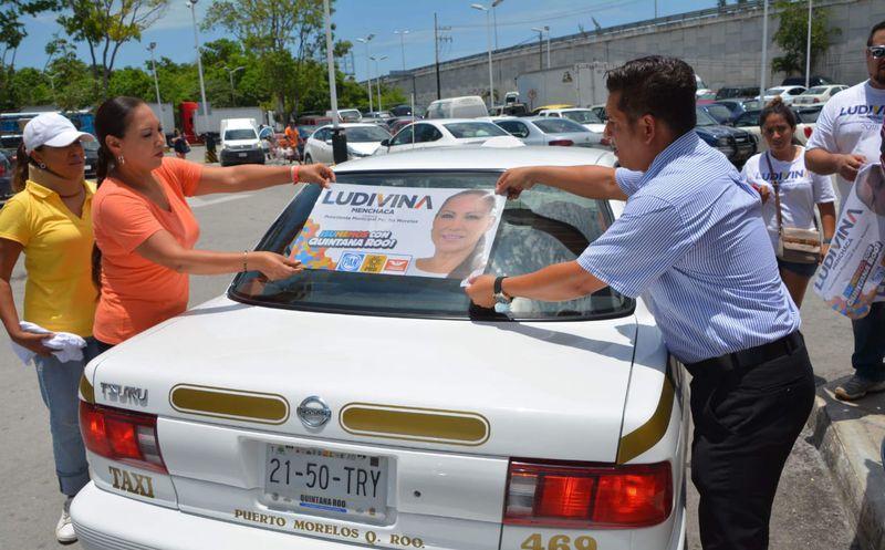 Ludivina Menchaca llegó al Sindicato de taxistas Cesar Martín Rosado, para un recorrido por cinco paraderos de taxis. (Redacción)
