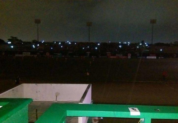 El alumbrado se fue durante el partido de esta noche en el estadio Carlos Iturralde entre el local Venados y los Correcaminos en partido de la Liga de Ascenso MX. (Marco Moreno/Milenio Novedades)