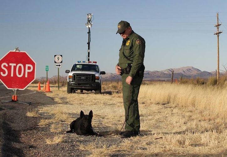 El mexicano José Manuel Marino asegura que los agentes fronterizos que llevaban al can no hicieron nada para detener el ataque. (blueroadsandboondocking.com)