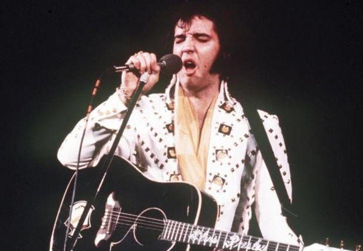 El nuevo álbum de Elvis Presley se titula 'If I can dream: Elvis Presley with the Royal Philharmonic Orchestra' y forma parte de las celebraciones por los 80 años del nacimiento del cantante estadounidense. (Archivo AP)