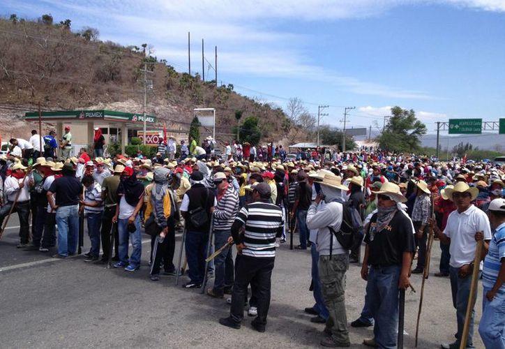 Los maestros pidieron al Congreso de Guerrero darles garantía de que no habrá detenciones. (Notimex)