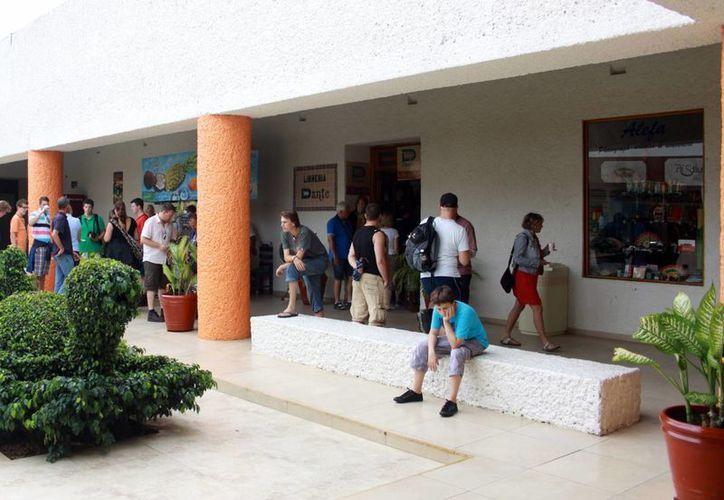Regresan a turistas el 65% del IVA pagado por sus compras. (Milenio Novedades)