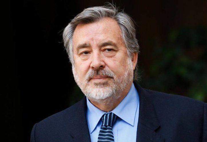 Alejandro Guillier es el primer candidato que oficialmente competirá por suceder a Michelle Bachelet en la presidencia de Chile. (radio.uchile.cl)