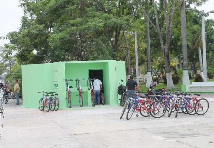 Las bicicletas fueron donadas a personas de escasos recursos para que las utilizarán como medio de transporte. (Harold Alcocer/SIPSE)