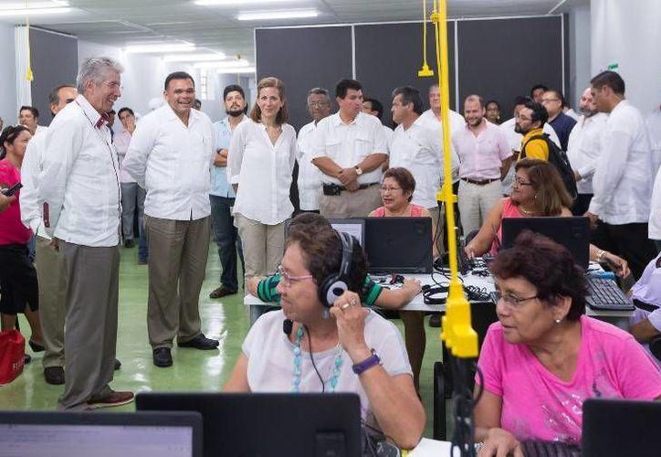 El gobernador Rolando Zapata Bello y el titular de la SCT, Gerardo Ruiz Esparza, en evento para anunciar que el Paseo Verde contará con internet gratuito. (Foto: cortesía del Gobierno del Estado)