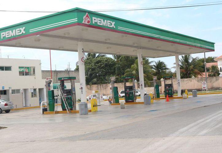 La magna se ha terminado en algunas gasolineras. (Adrián Barreto/SIPSE)