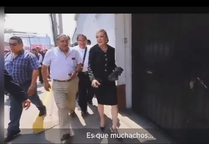 Los insultos de Ana Baldera Trejo hacia una reportera no hicieron más que encender las redes sociales en su contra. (Captura de pantalla/YouTube)