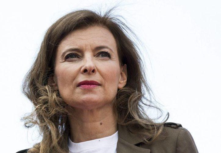 En su libro, Valérie Trierweiler cuenta que sufrió por la infidelidad del presidente Hollande con la actriz Julie Gayet. (EFE)