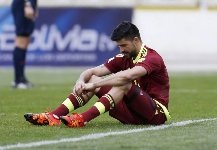 Franklin Lucena, fiel reflejo de la Selección Venezolana de futbol soccer, que cayó este jueves ante Bolivia para sumar 3 derrotas en sus primeros 3 duelos de eliminatoria mundialista. (AP)