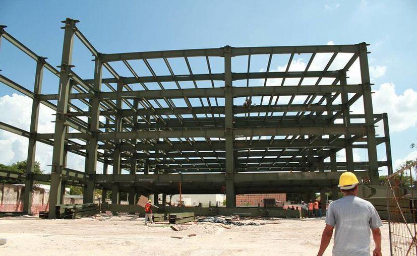 Para la ampliación del Hospital Militar Regional se realiza la construcción de una nueva torre de cuatro niveles. (Milenio Novedades)