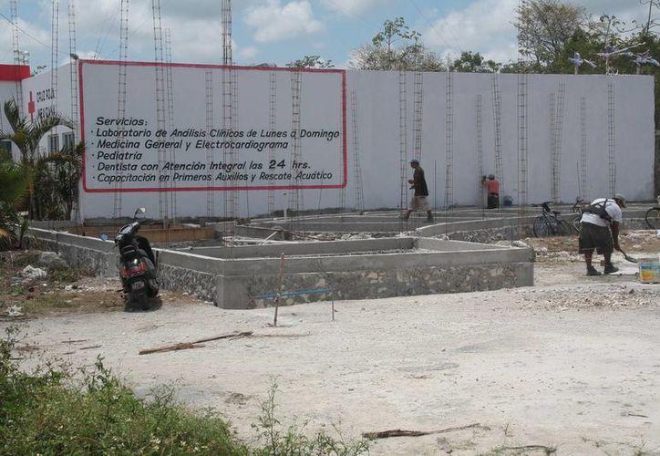 Se trabaja para construir el pabellón médico de la Cruz Roja Mexicana. (Julian Miranda/SIPSE)