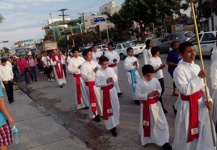 El recorrido del contingente que avanzó hasta la Catedral. (Sergio Orozco/SIPSE)