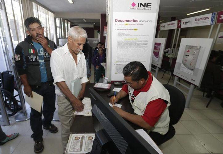 Un hombre en Yucatán intentó registarse al padrón electoral con información falsa, lo que le valió una dura sentencia por mentir a la autoridad. La imagen se utiliza con fines estrictamente referenciales. (Archivo/Notimex)