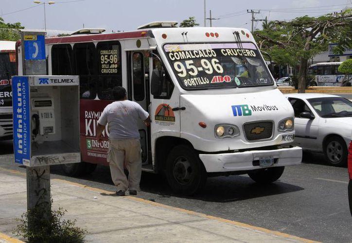 Los camiones que en su mayoría incurren en estos actos son los Maya Caribe. (Tomás Álvarez/SIPSE)