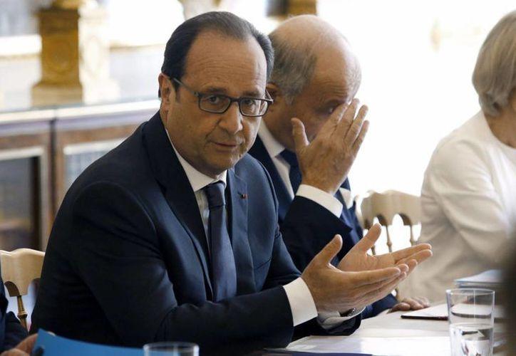 En la imagen, el actual presidente de Francia, Francois Hollande, quien junto con Nicolas Sarkozy y Jacques Chirac, fue objeto de espionaje telefónico de Washinghton. (Archivo/EFE)