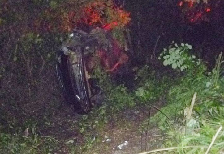 El accidente se registró en un tramo de la carretera de Kantunilkín a Colonia Yucatán. (Raúl Balam/SIPSE