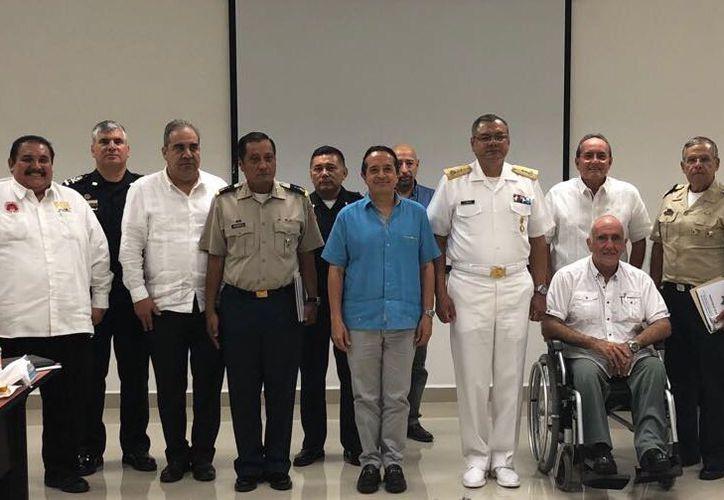 en esta reunión participaron el Fiscal General del Estado Maestro Miguel Ángel Pech Cen y el gobernador de Quintana Roo Carlos Joaquín. (Redacción/SIPSE)