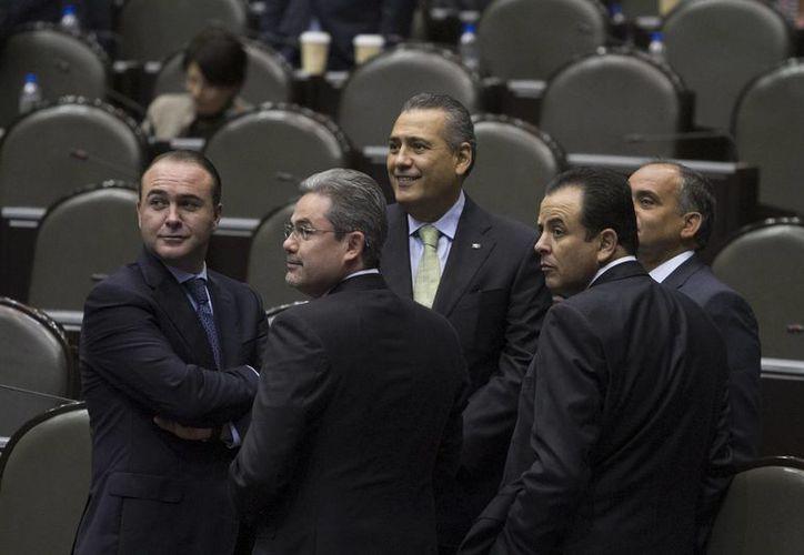 Manlio Fabio Beltrones (c) indicó que el gasto público no estimulará la burocracia. (Notimex)