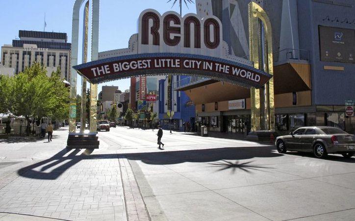 La embestida de una camioneta pickup ocurrió cerca del famoso arco de Reno, Nevada. (AP/Scott Sonner)