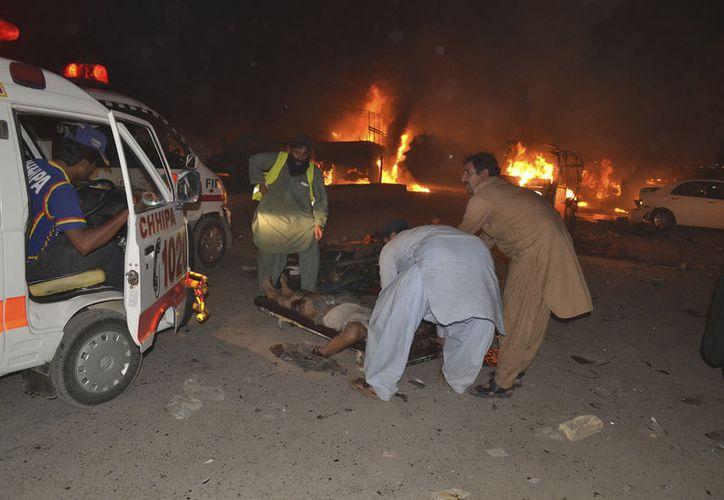 El ataque en motocicleta contra un camión militar, dejó ocho soldados y siete civiles muertos. (Foto: AP)