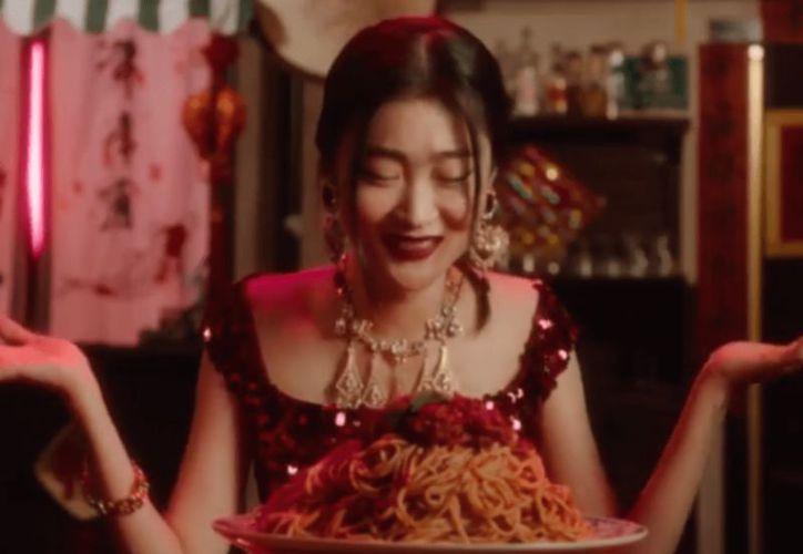 Dolce & Gabbana canceló un desfile de modas en Shanghái debido a un escándalo que inició con la publicación de dos videos promocionales en su cuenta de Instagram. (Instagram)