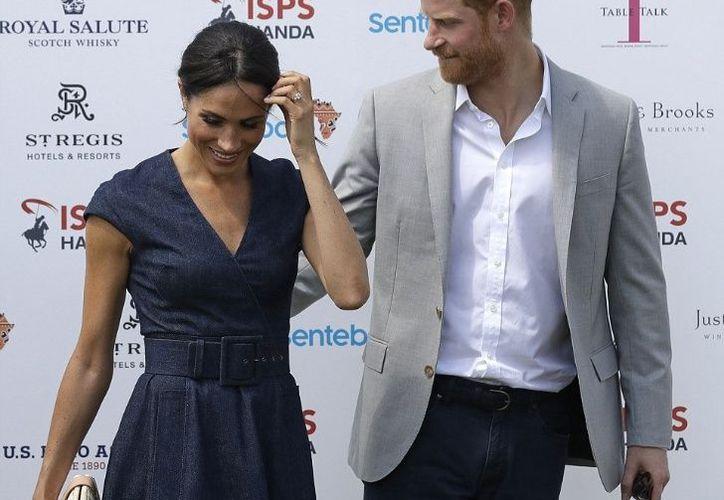 Para este evento la Duquesa optó por un vestido vaquero, fuera de la etiqueta real. (Foto: AP)