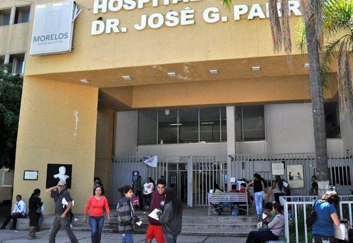 Diferentes padres de familia denunciaron que existe el brote de una bacteria en el hospital José G. Parrales. (Foto: Televisa)