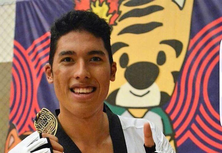 El taekwondoín quintanarroense Carlos Sansores, representará a México en el Campeonato Panamericano y los Juegos Centroamericanos y del Caribe. (Cortesía)