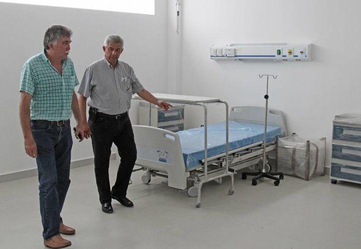 Las autoridades de salud recorrieron las instalaciones. (Jesús Tijerina/SIPSE)