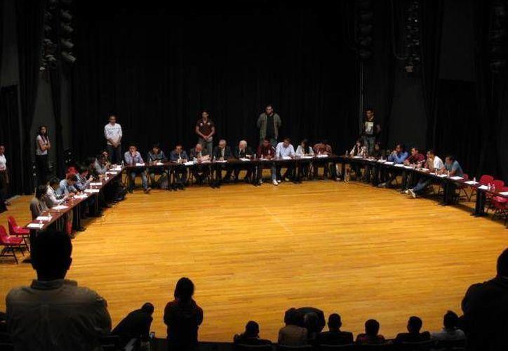 Imagen de las reuniones que mantuvieron autoridades y estudiantes del Politécnico. (facebook.com/agpolitecnica)