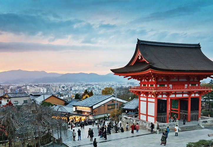Durante abril se recomienda visitar Kyoto, Japón, para conocer los bailes de primavera de las geishas. (123rf).