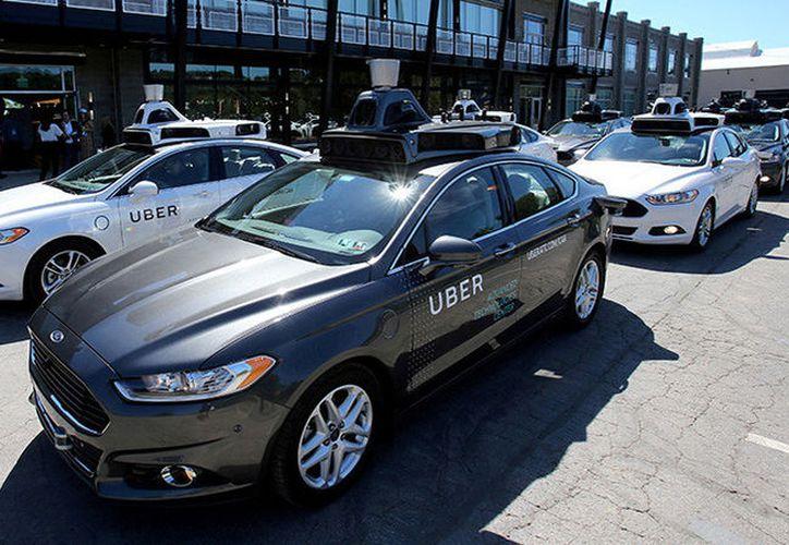 Una mujer murió luego de ser atropellada por un vehículo autónomo operado por Uber. (Reuters)