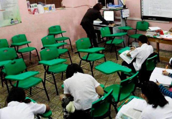 Escuelas cuyos grupos se fueron quedando sin alumnos o con pocos 'enviarán' a los estudiantes a otras escuelas para conformar grupos de 28 educandos en promedio, informó la Segey. (Archivo/SIPSE)