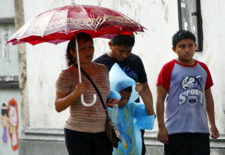 Ayer cayó una lluvia de regular intensidad en el centro de Mérida, pero fue más intensa en el norte y poniente. (Christian Ayala/SIPSE)