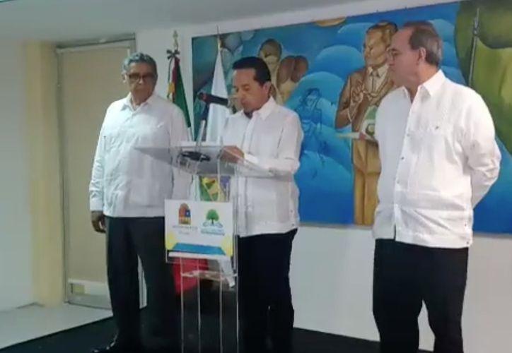 El gobernador durante la presentación del fiscal interino. (Redacción/SIPSE)