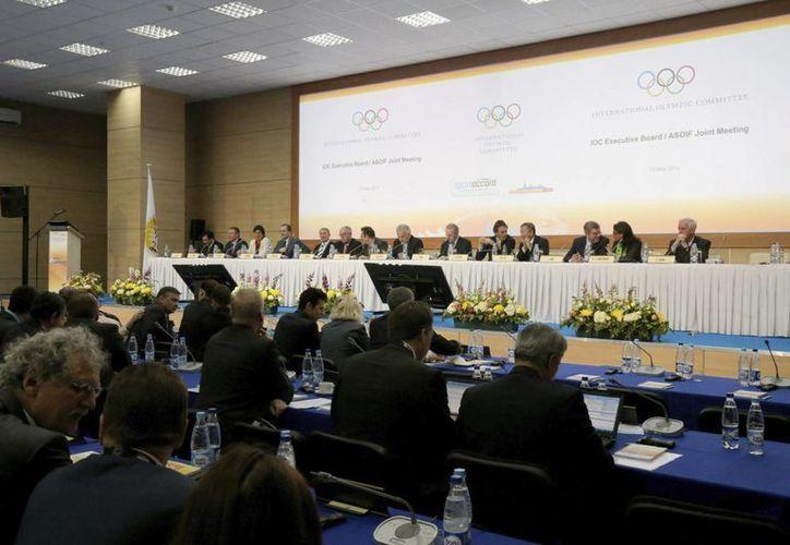 Reunión del Consejo Ejecutivo del COI y la Asociación de Federaciones Internacionales de las Olimpiadas de Verano, en San Petersburgo. (EFE)