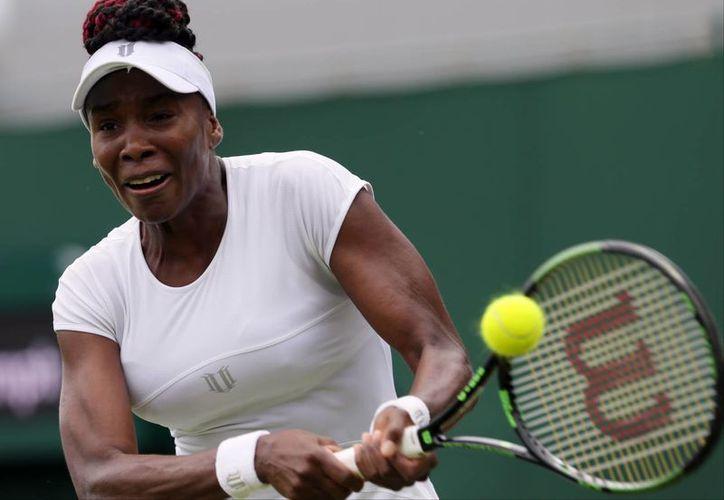 La veterana tenista estadounidense Venus Williams  buscará conquistar el 'Rosewater Dish' por sexta vez. (AP Photo/Tim Ireland)