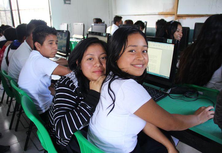 Quince comunidades recibirán señal de internet del Colegio de Bachilleres. (Ángel Castilla/SIPSE)
