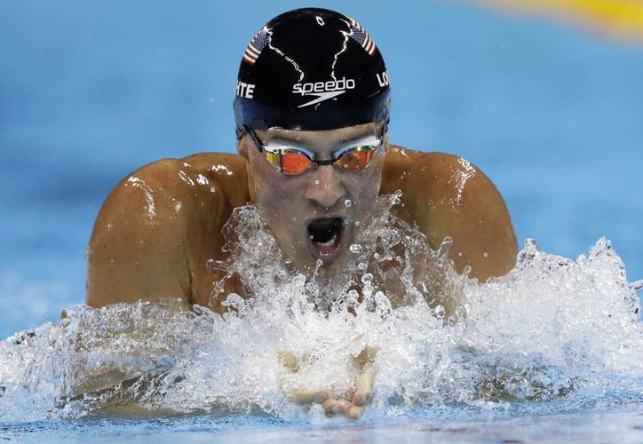 El nadador Ryan Lochte ganó una medalla de oro en el relevo 4x200 metros libre y se quedó en quinto puesto en los 200 metros estilos en Río. (AP Photo/Michael Sohn)