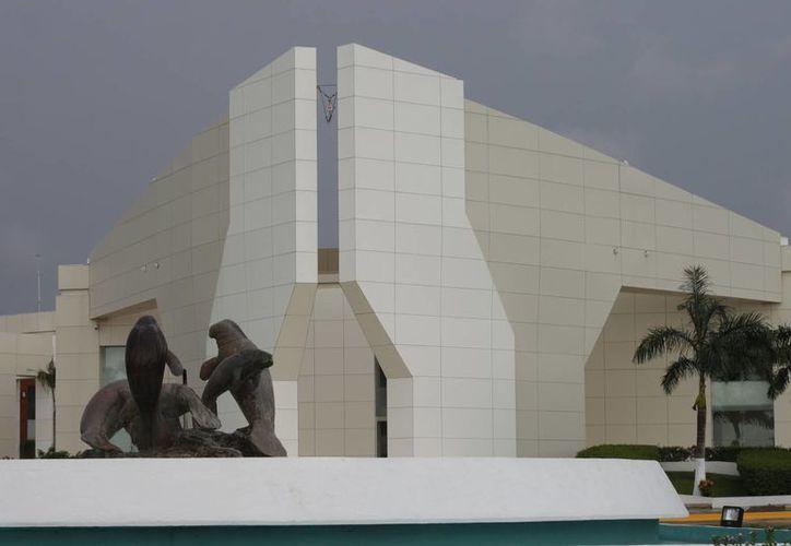 En el centro  de conveciones de Chetumal darán inicio de las actividades del Tianguis Turístico. (Harold Alcocer/SIPSE)