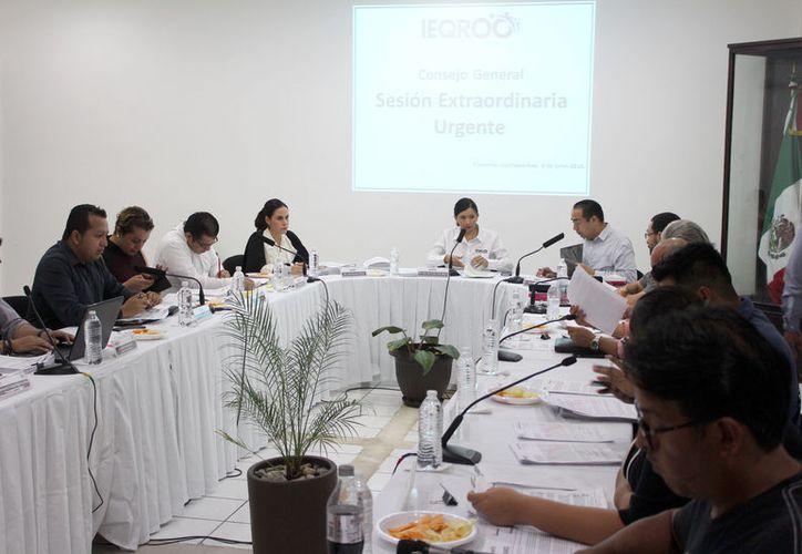 Durante la sesión, los funcionarios también determinaron dejar sin efectos el tema de la Consulta Popular. (Joel Zamora/SIPSE)